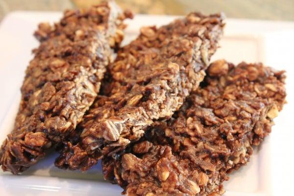 Microwave Chocolate Peanut Butter and Oat Snack Bars (no-bake, vegan, GF) averiecooks.com