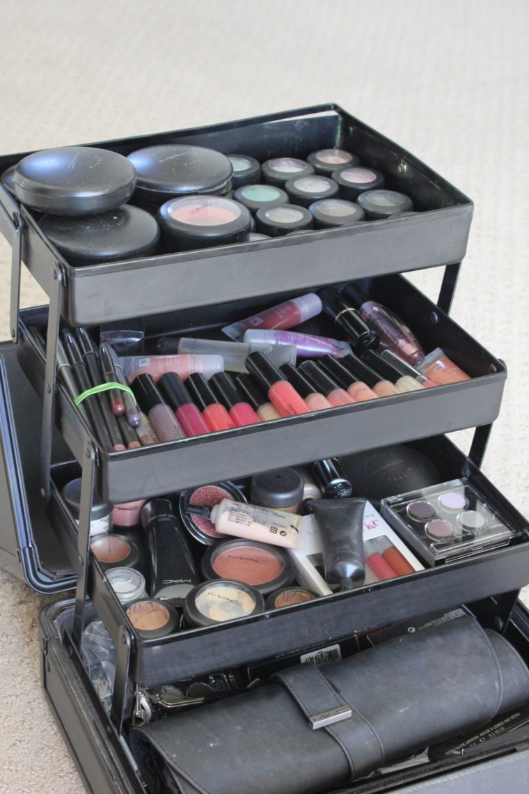 Pull up container full of makeup