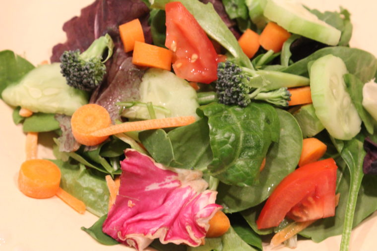 Green salad with mixed vegetables