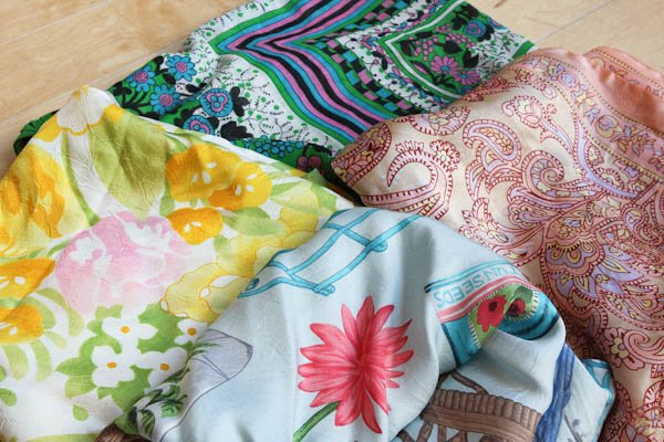 Side of 4 different colored linens