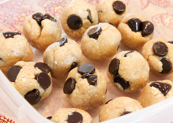 No Bake Coconut & Chocolate Chip Cookie Dough Bites