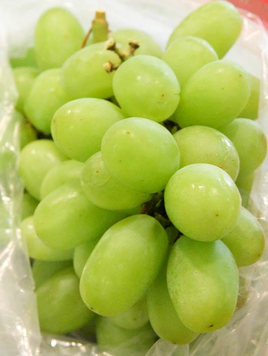 Bag of green grapes