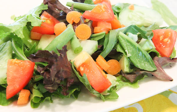 salad with snap peas, tomatoes and carrots