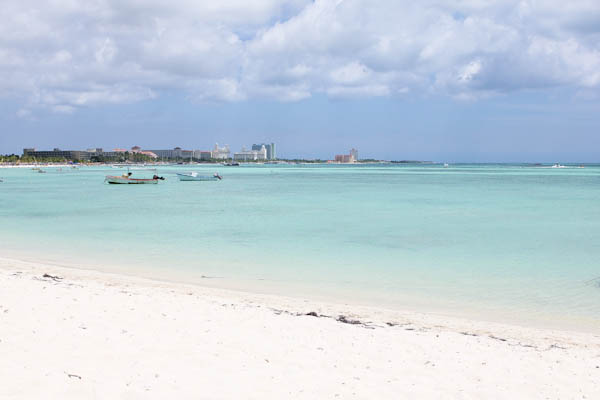 Beach in Aruba with boats in water