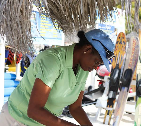 Aruban woman doing braids