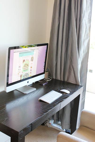 Desktop imac on black table