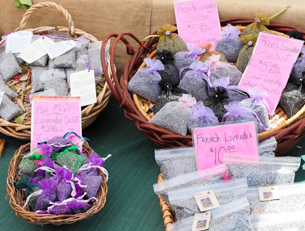 sachets filled with French lavender