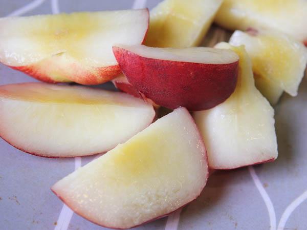 sliced up white nectarines