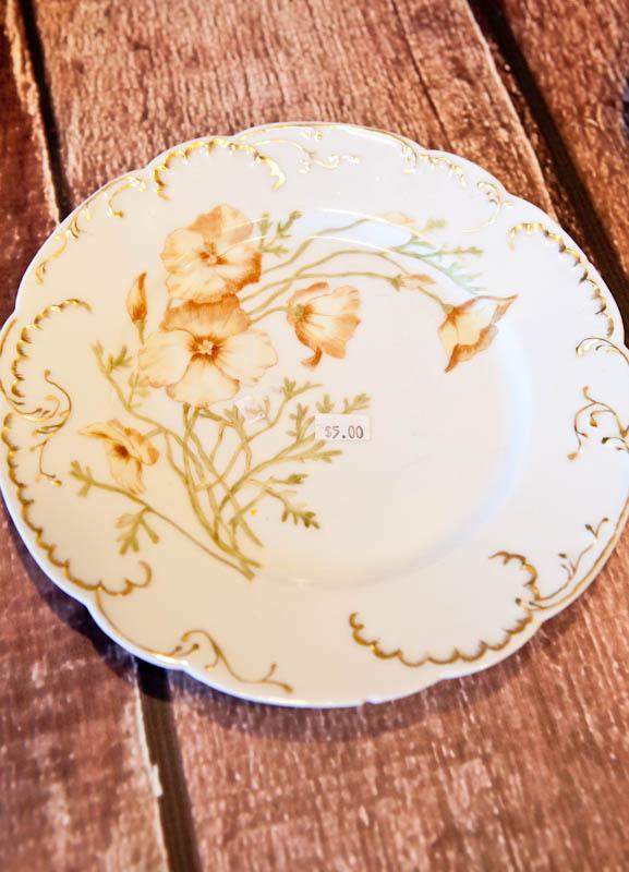 Flower patterned plate