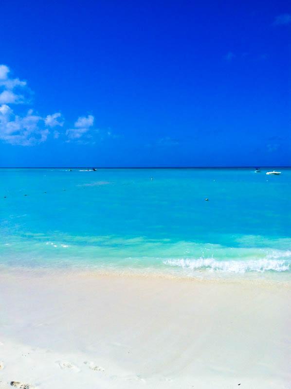 Aruba blue sea