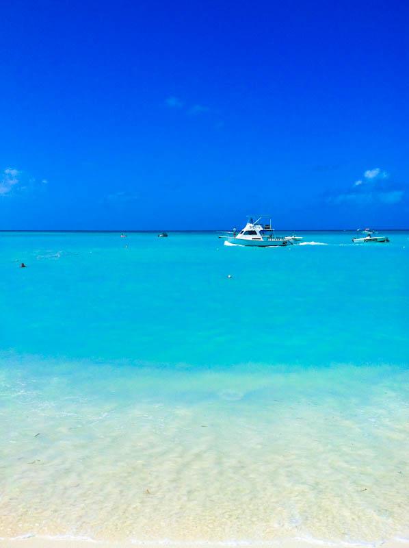 Aruba ocean with ships