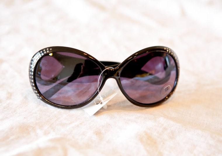 Sunglasses with rhinestones on frames