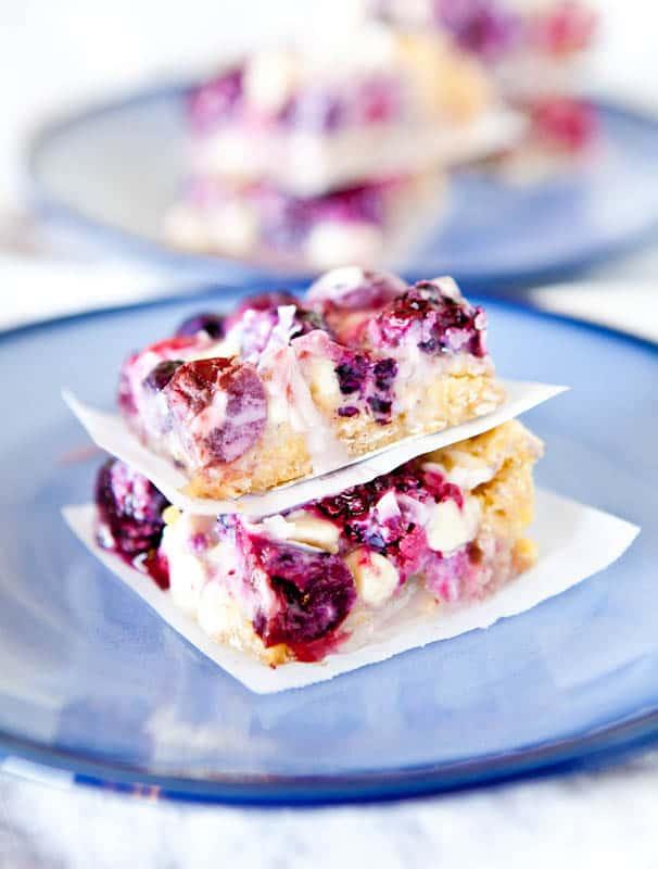 Creamy Mixed Berry White Chocolate Crumble Bars averiecooks.com