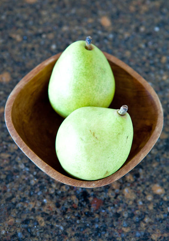 green pears in bowl