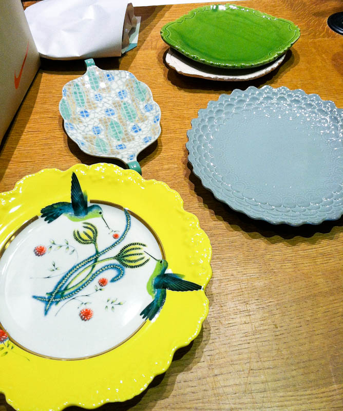 DIfferent colored plates