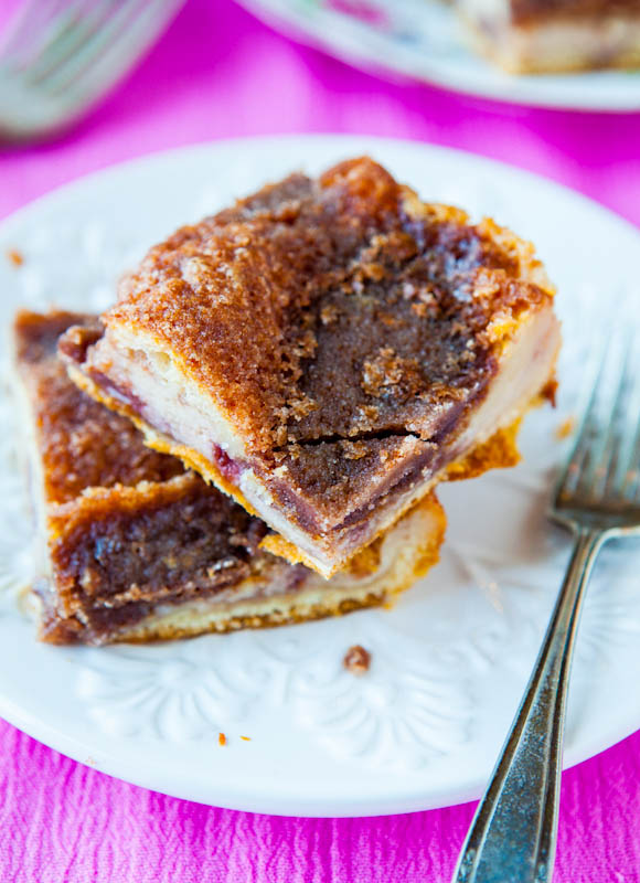 Cinnamon Sugar Crust Cream Cheese and Jelly Danish Squares - A jelly danish sandwiched between flaky layers of cinnamon-sugar crust that will make even crust haters want more crust! So good & so easy!