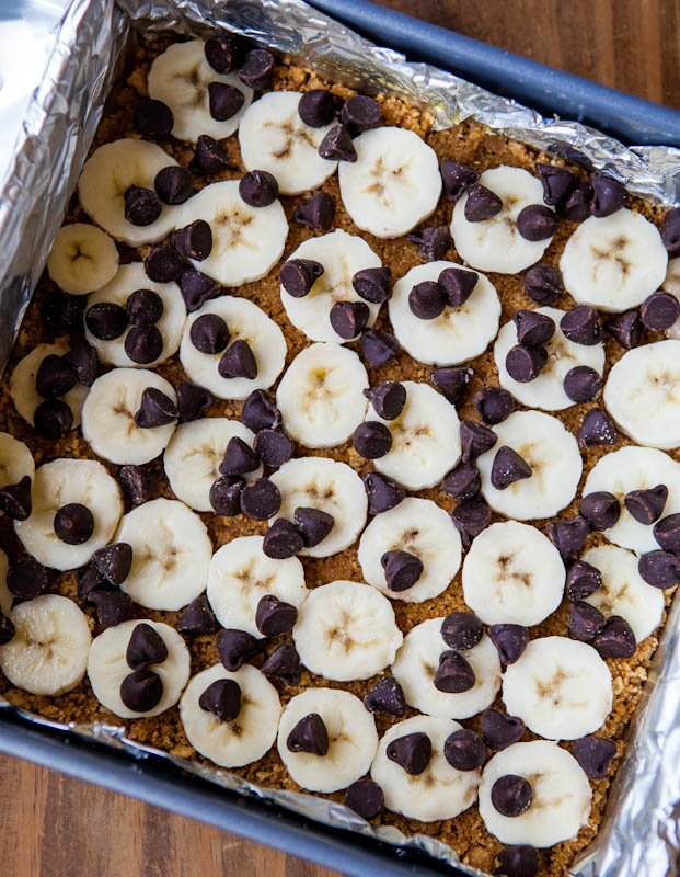 Graham cracker base with banana slices and chocolate chips on top