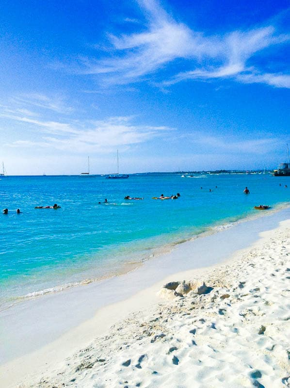 Aruba beach with white sand and ocean with people in it