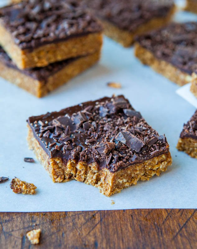 Cinnamon Oatmeal Date Bars with Chocolate Chunks - Averie Cooks