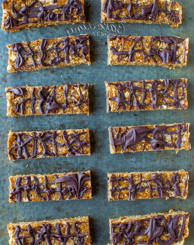 Sunflower Seed Butter Granola Bars with Chocolate Drizzle (no-bake, vegan, GF) - Move over Quaker. These healthy granola bars are soft, super chewy & packed with flavor!