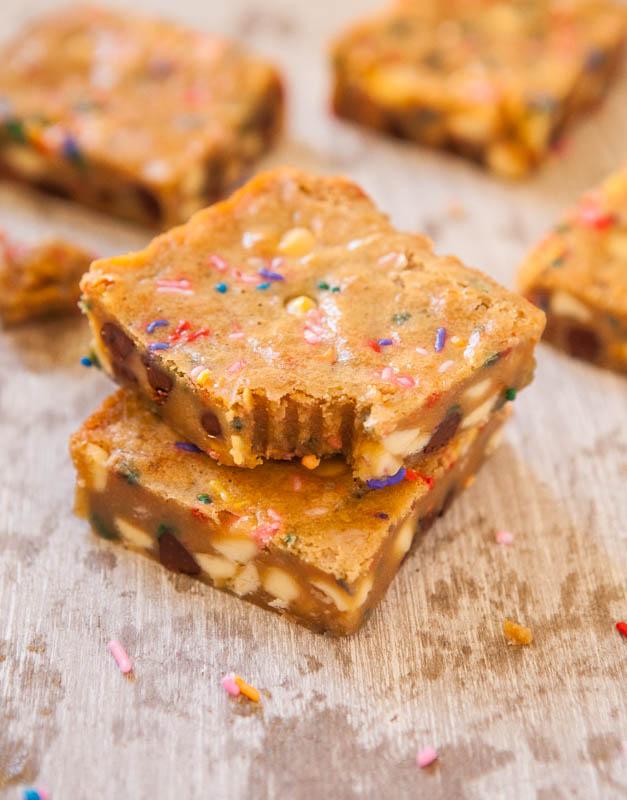 Funfetti Cake Batter Blondies from @Averie Sunshine {Averie Cooks}