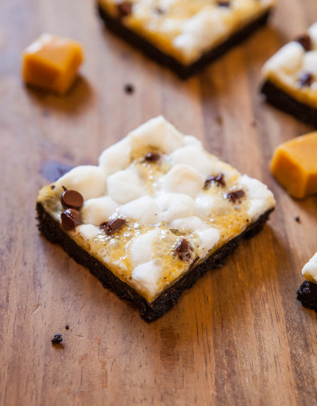 Marshmallow Caramel Oreo Cookie S'Mores Bars - No campfire needed for these Smores! Chocolaty with plenty of gooey caramel & marshmallows!