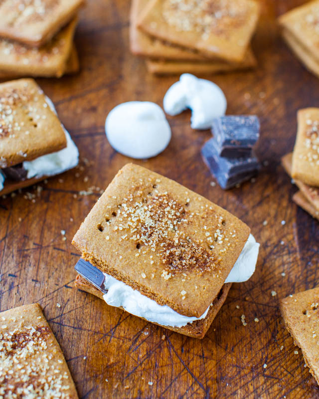 Homemade Cinnamon Sugar Graham Crackers - You won't need to buy graham crackers anymore after trying this easy recipe!
