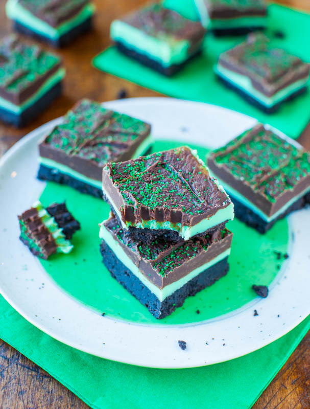 Mint and Chocolate Fudge Oreo Bars averiecooks.com
