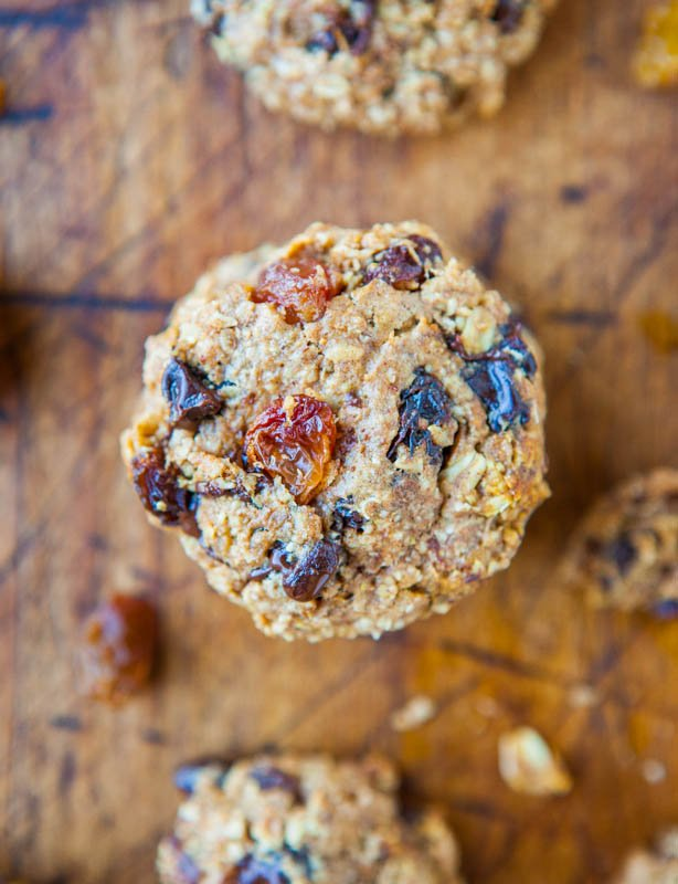 Healthy Oatmeal Cookies with raisins