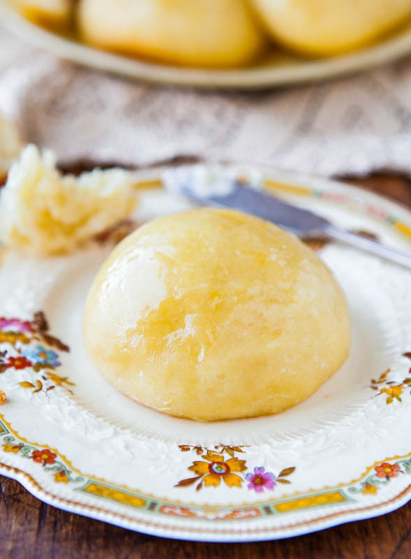 No-Knead Make-Ahead Dinner Rolls with Honey Butter - Recipe at averiecooks.com