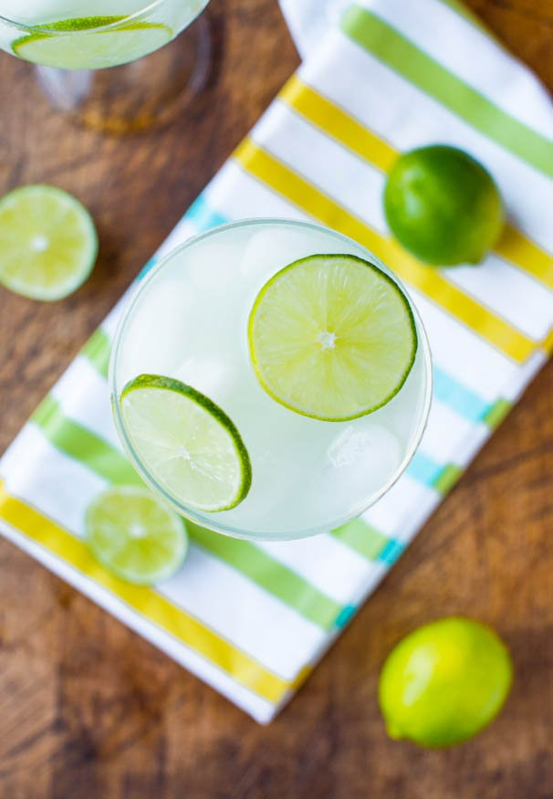 5-Calorie Raspberry Lime Margarita Fizz (non-alcoholic) - Easy Recipe at averiecooks.com