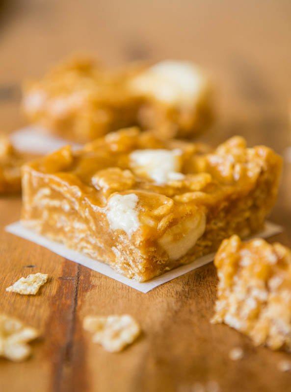 No-Bake Peanut Butter Marshmallow Cereal Bars - Easy 5-Minute Recipe at averiecooks.com