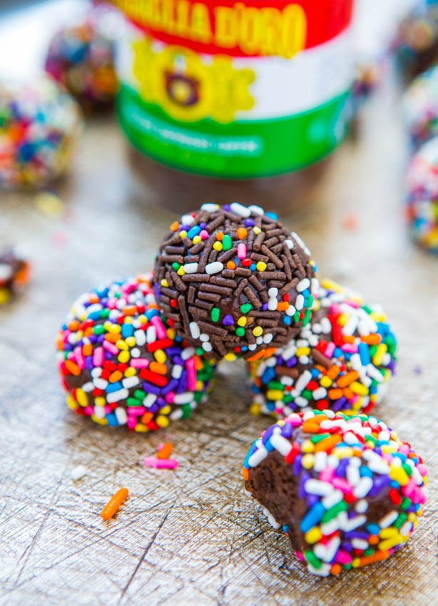 Chocolate Peanut Butter Mocha Powerballs (no-bake, vegan, gluten-free) - Easy Recipe at averiecooks.com