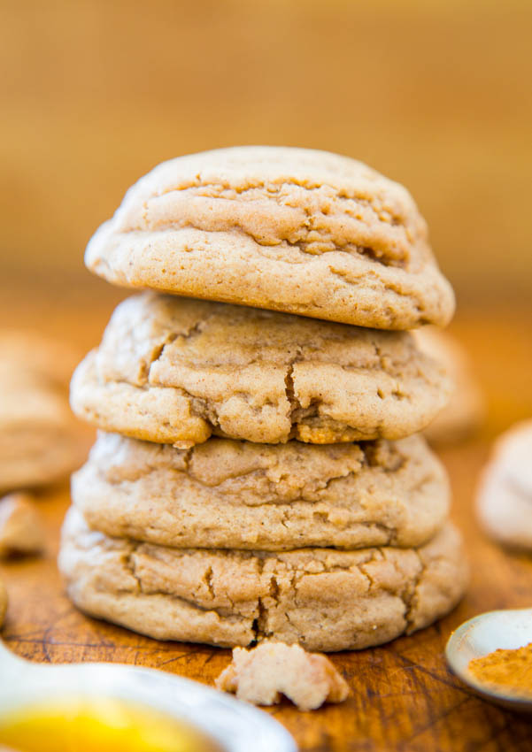 Soft and Puffy Pumpkin Spice Honey Cookies - Super soft cookies that just melt in your mouth! You're going to love these puffy cuties!!