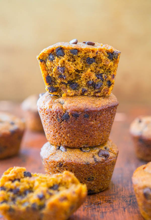 Vegan Chocolate Chip Pumpkin Muffins - Easy Recipe at averiecooks.com