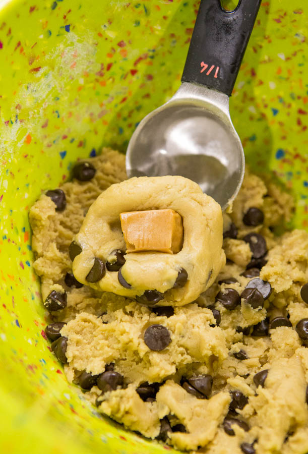 Caramel-Stuffed Chocolate Chip Cookie Cups - Easy, No-Mixer, Foolproof Chocolate Chip Cookie Recipe at averiecooks.com