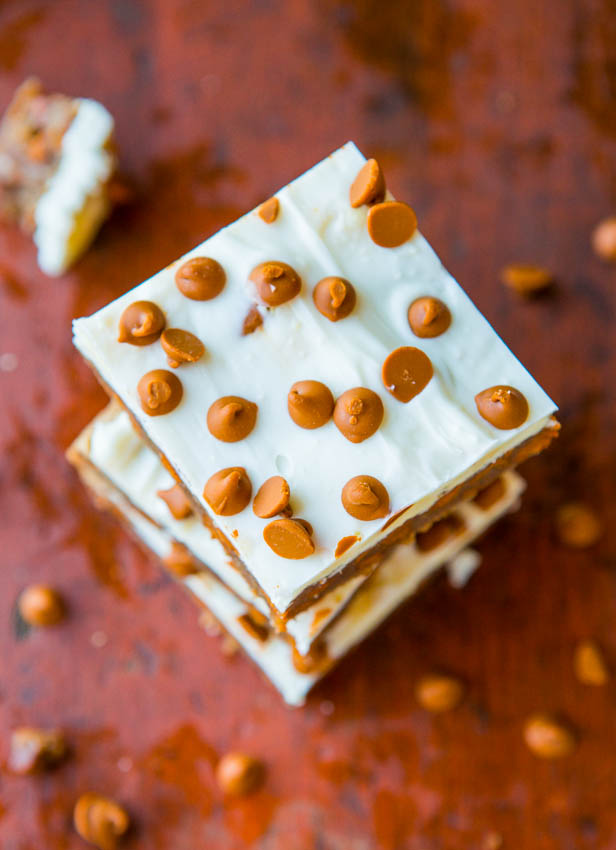 White Chocolate-Topped Cinnamon Chip Cinnamon Bars - Bursting With Big Cinnamon Flavor - Recipe at averiecooks.com