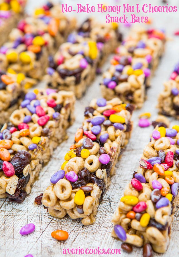No-Bake Honey Nut Cheerios Snack Bars - Fast, easy breakfast/snack bars at averiecooks.com