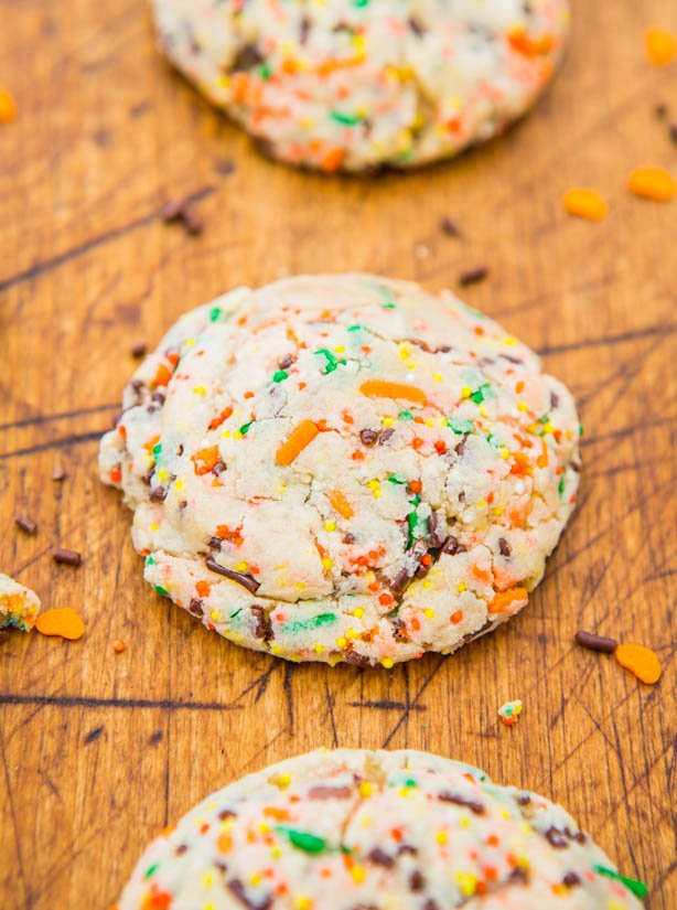 Lofthouse Soft Sugar Sprinkles Cookies - Just like real Lofthouse cookies but with sprinkles baked in! Soft, buttery & they just melt in your mouth!