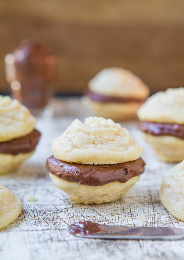 Vanilla Melting Moments Sandwich Cookies with Nutella-Cream Cheese Filling - So soft & they literally melt in your mouth. Easy recipe at averiecooks.com