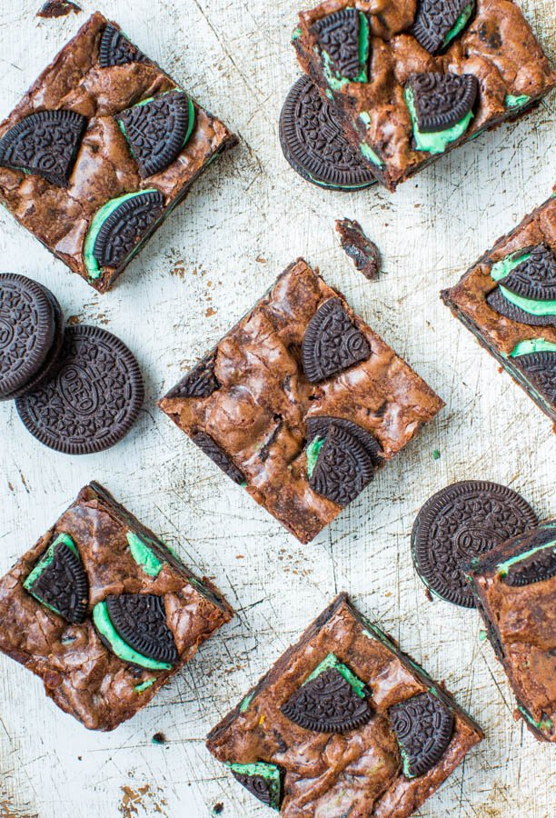 Fudgy Mint Chocolate Brookies {brownie + cookie} - Easy, no-mixer recipe at averiecooks.com