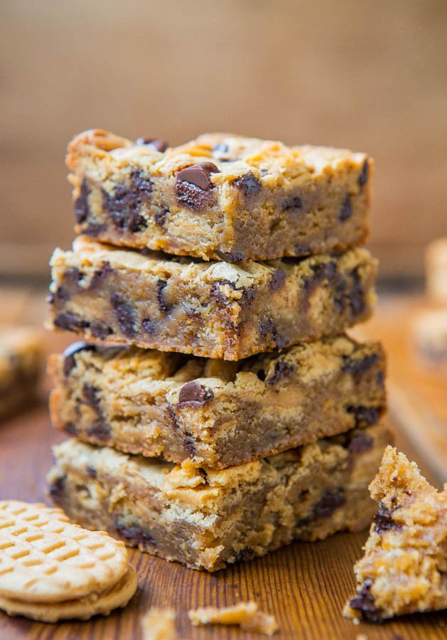 Peanut Butter Chocolate Chip Nutter Butter Bars - Easy, no-mixer recipe at averiecooks.com
