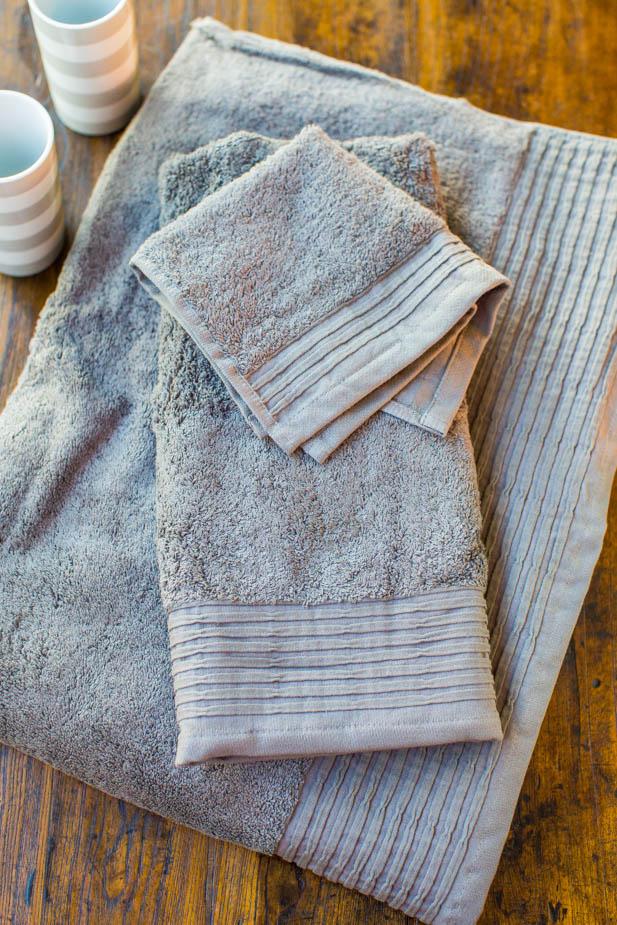 Organic Pleated Edge Towelsand Striped Tumblers