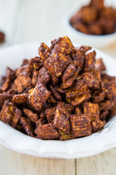 Skinny 100-Calorie Chocolate Peanut Butter Snack Mix