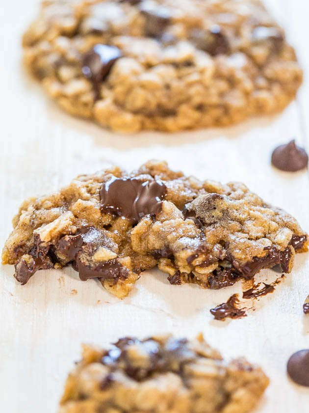 The Best Oatmeal Chocolate Chip Cookies - Soft, chewy, loaded with ...
