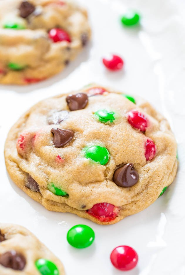 Soft and Chewy M&M Chocolate Chip Cookies - If you're looking for a new M&M cookie recipe, this is THE ONE! Soft, buttery, and irresistible!!