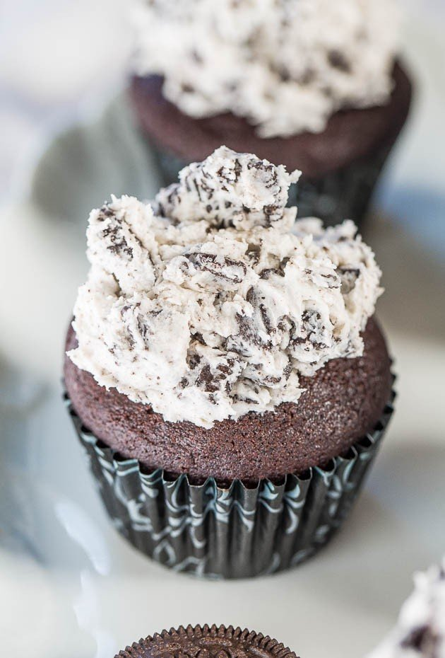 with Cookies and Cream Frosting - Soft, fluffy cupcakes with frosting ...