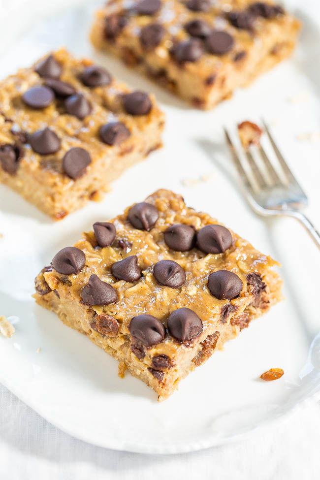 Chocolate Chip Peanut Butter Oatmeal Bars — So much better than a bowl of plain oatmeal!! Easy, portable baked oatmeal bars perfect for snacks or breakfast on-the-go!!