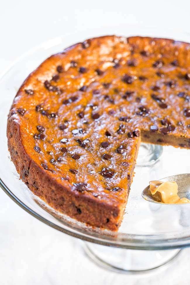 Flourless Peanut Butter Chocolate Chip Blender Cake - NO white sugar, NO oil, NO butter, NO flour! Made in a blender and the easiest cake ever!! You won't believe how amazing it tastes until you try it for yourself!!