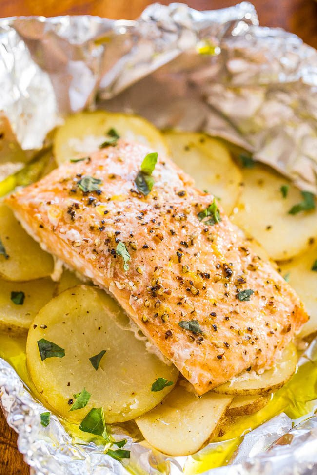 Easy Salmon and Potato Foil Packets - Juicy, moist salmon that's loaded with flavor! Ready in 30 minutes, zero cleanup, and a foolproof way to cook salmon and look like a gourmet cook!!